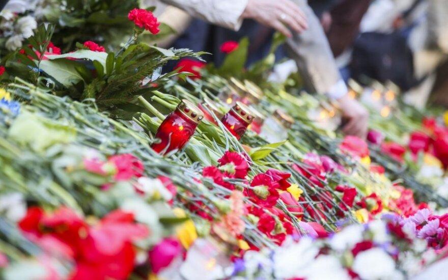 Grupė studentų iš Rusijos Lietuvoje tvarkys sovietų karių kapus
