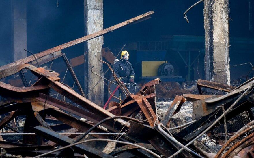 Pradedama tikrinti Alytuje gaisrą malšinusių ugniagesių sveikata