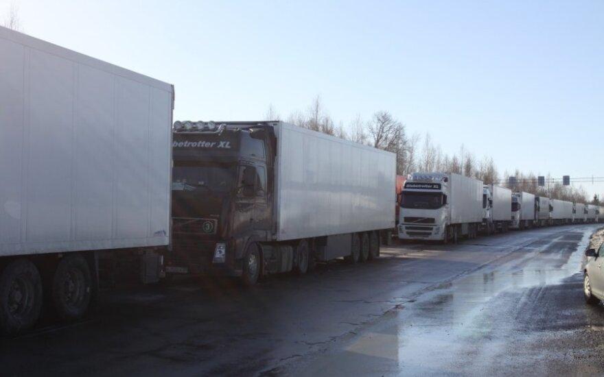 Prie Baltarusijos sienos – krovininių vilkikų eilės