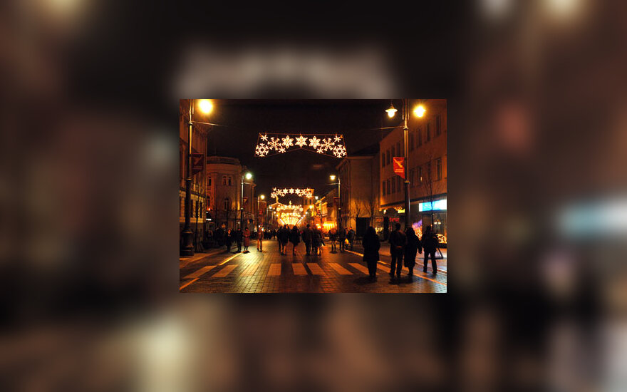 Sostinės Gedimino prospekte Naujųjų - 2005-ųjų metų - naktį.
