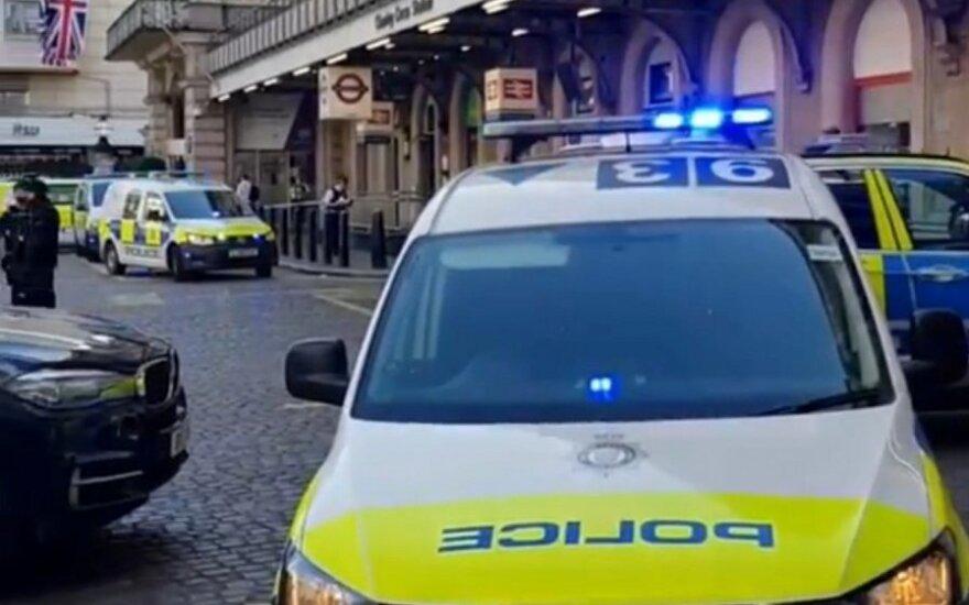 Gavus pranešimą apie galimą bombą, Londone evakuota geležinkelio stotis