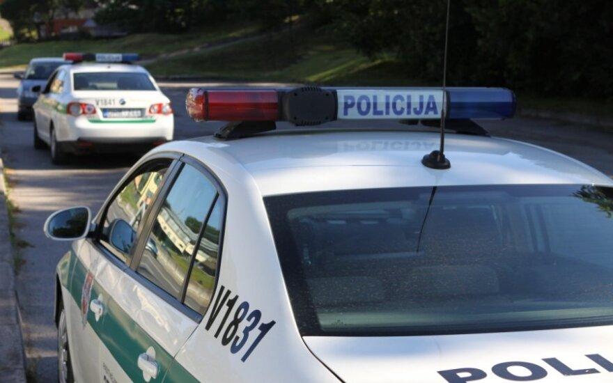 """Šalčininkų rajone susidūrė """"Mercedes Benz"""" ir """"Toyota"""", pranešta apie nukentėjusius žmones"""