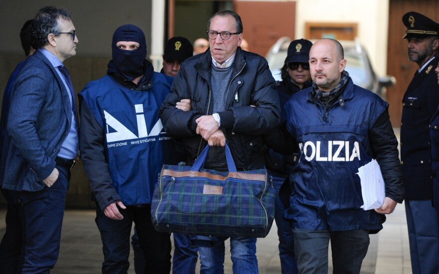Sicilijos mafijos vadeivos Denaro ieškanti italų policija areštavo 22 žmones