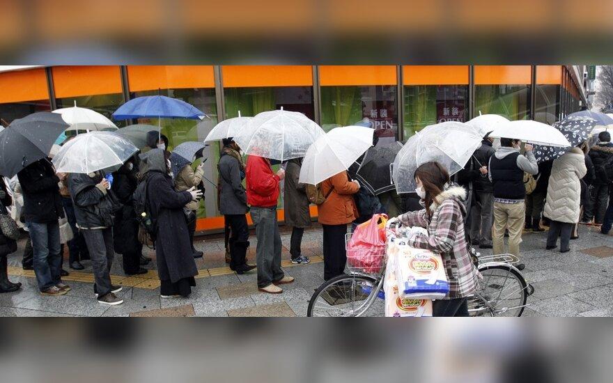 Tokijo gyventoja: žmonės pavargę, bet nepanikuoja
