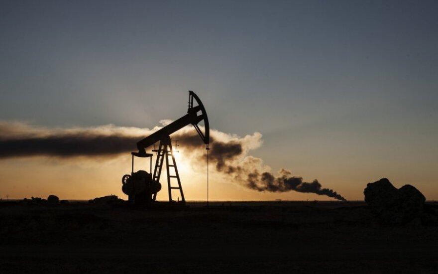 Trečiadienį pasaulinės naftos kainos nežymiai auga