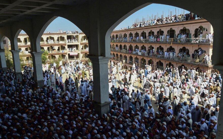 Pakistane palaidotas nužudytasis Afganistano Talibano tėvas