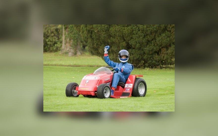 Britas tikisi su žoliapjove pasiekti 160 km/val. greičio rekordą