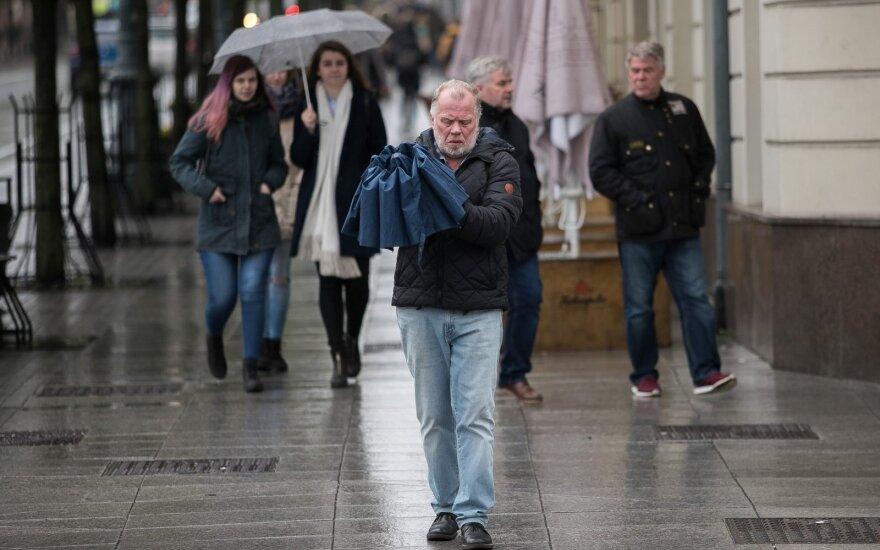 Lietingi orai tęsis, tačiau sinoptikai turi ir gerų žinių