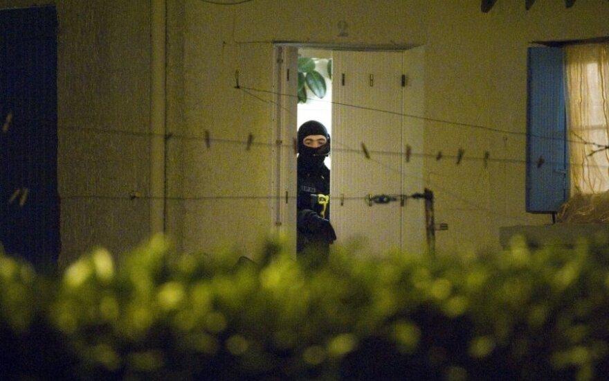 Britų žiniasklaida: smogikai ruošiasi teroro aktams Britanijoje