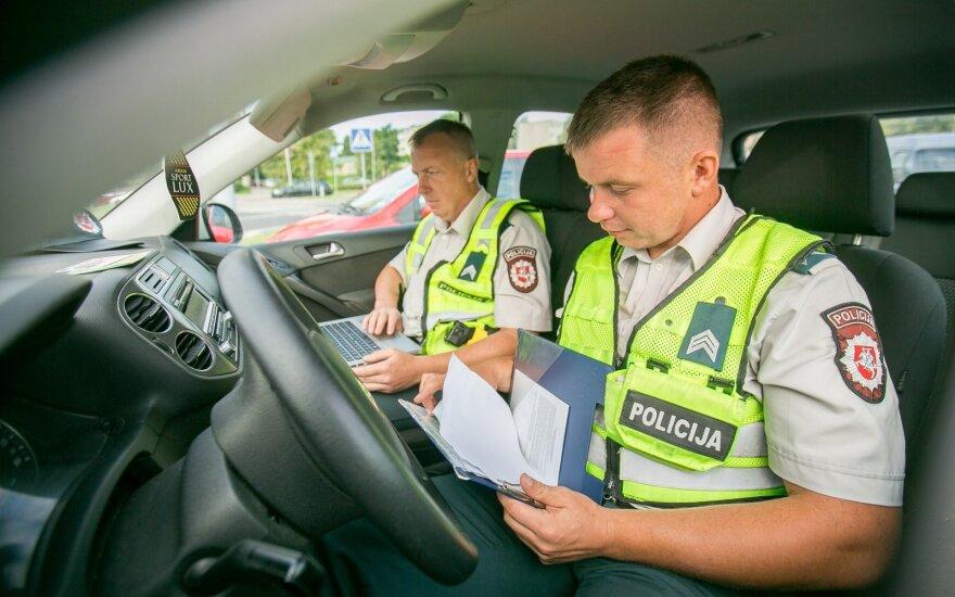 Pareigūnų staigmena pajūrio vairuotojams: sutramdys nepastebėjusius naujų kelio ženklų