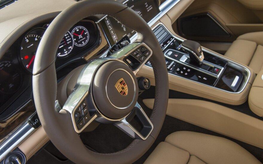 """Porsche Panamera"" salonas (asociatyvi nuotr.)"