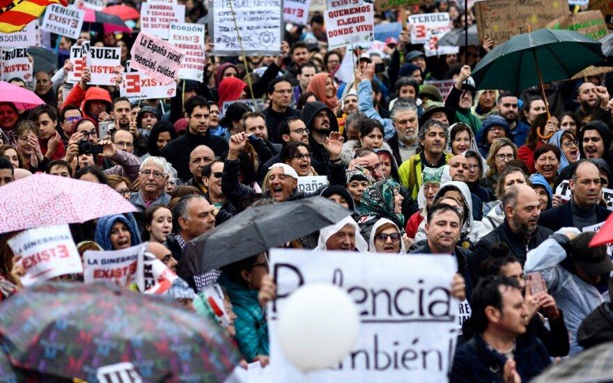 Ispanijoje tūkstančiai demonstrantų reikalauja didesnės pagalbos kaimui