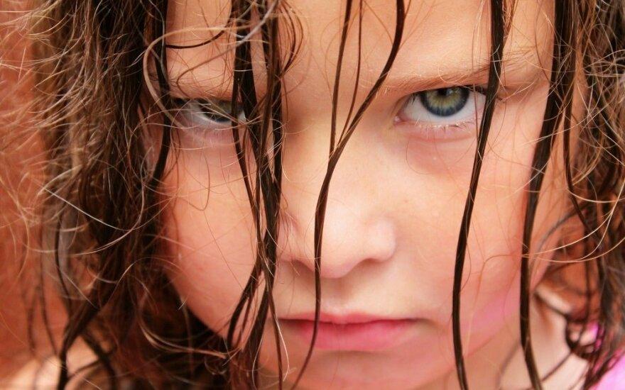 Vaiko pyktis: 12 patarimų tėvams, kaip mokyti valdyti emocijas