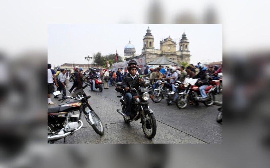 Gvatemaloje motociklininkams uždrausta važinėti su keleiviais, siekiant užkirsti kelią žudynėms