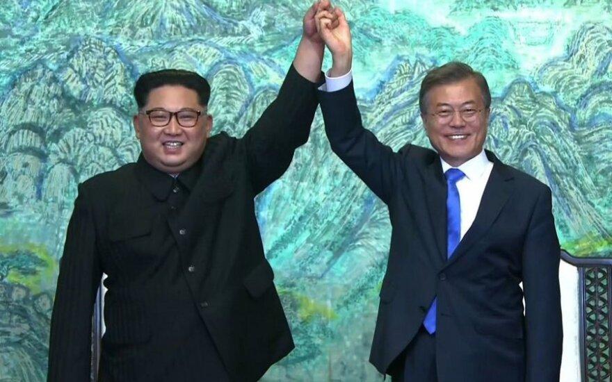 Kim Jong Unas, Moon Jae-inas