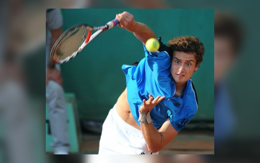 """Latvis E.Gulbis """"Roland Garros"""" kortuose pasirodymą baigė antrajame rate"""