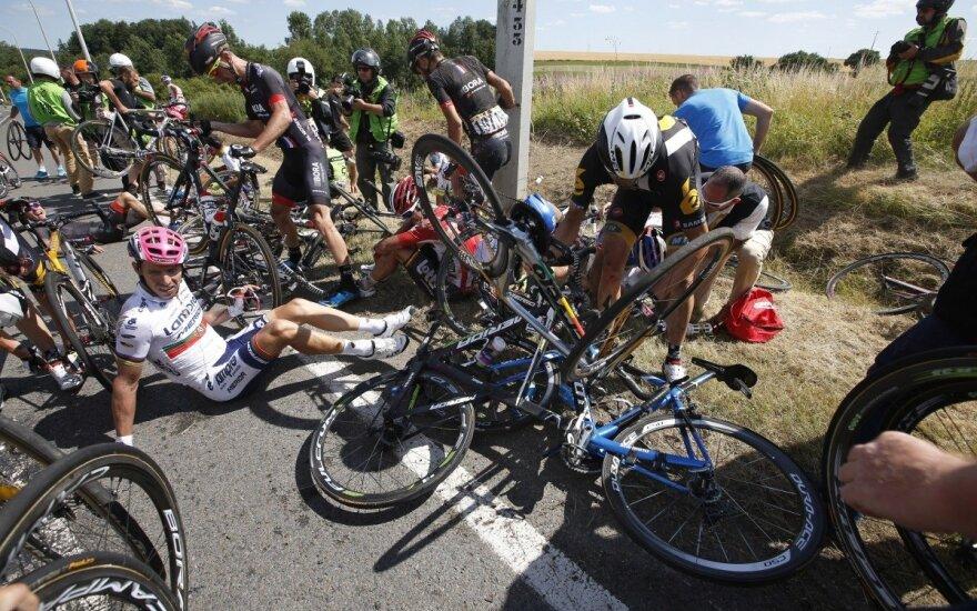 """Griūtis """"Tour de France"""" lenktynėse"""