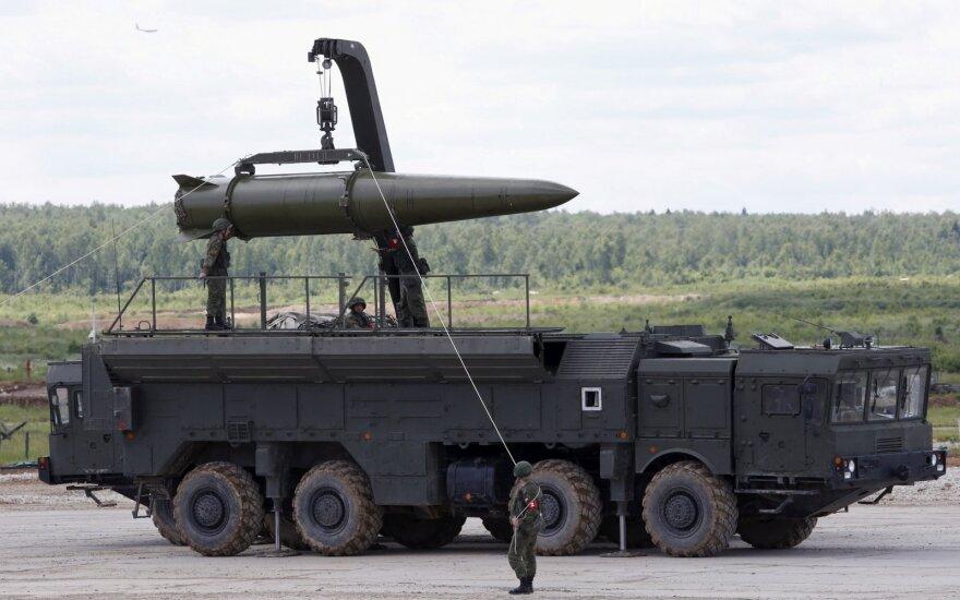 """Rusijos jūrų pajėgos surengė raketų kompleksų """"Iskander"""" naudojimo mokymus"""