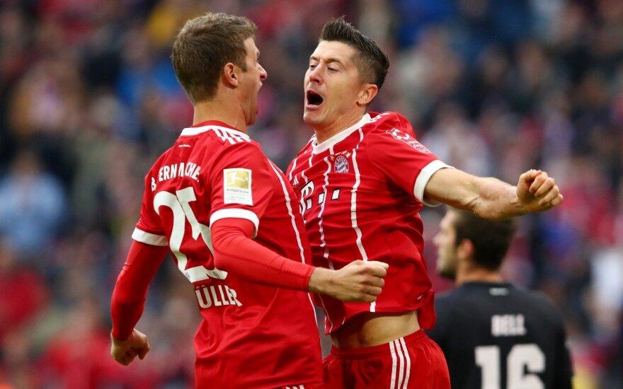 """""""Bayern"""" smogiamoji jėga – Thomas Miulleris (kairėje) ir Robertas Lewandowskis"""