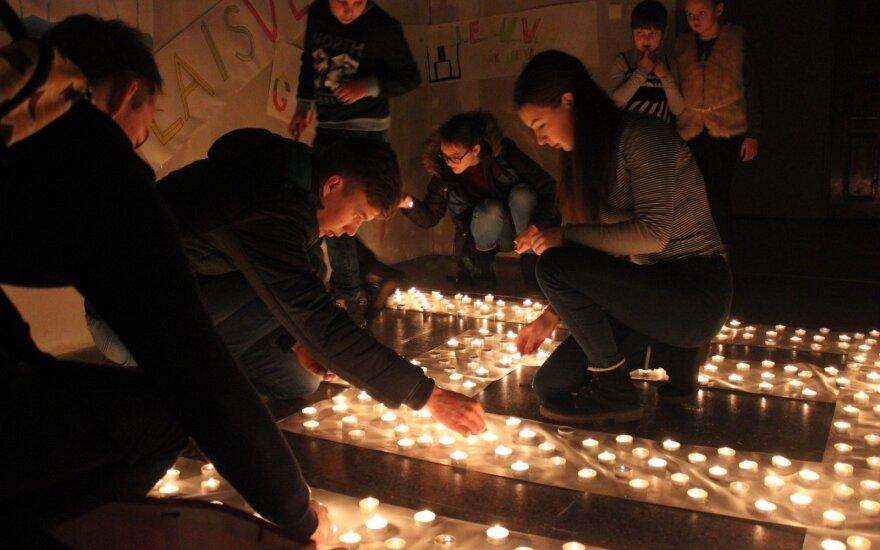 1000 laisvės žvakučių Veiviržėnų J. Šaulio gimnazijoje