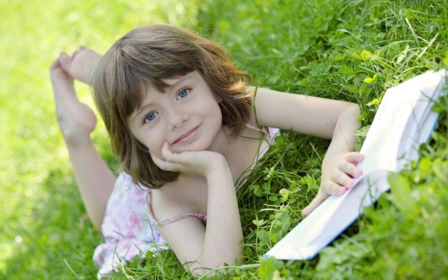 Apdovanoti vaikų literatūros kūrėjai: į vaiką reikia žiūrėti kaip į sau lygų