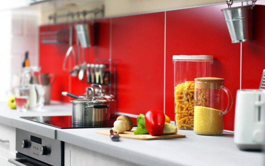 7 nekalti įpročiai, kurie gali greitai sugadinti jūsų virtuvės stalviršį