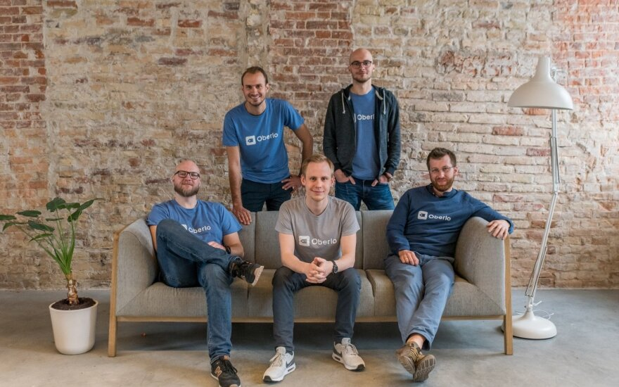 Sėdintys iš kairės į dešinę: Marius Graužinis (vyr. back-end programuotojas), Justas Galaburda (dizaineris), Donatas Pranckėnas (vyr. front-end programuotojas), stovintys: Andrius Šlimas (direktorius), Tomas Šlimas (marketingo vadovas).