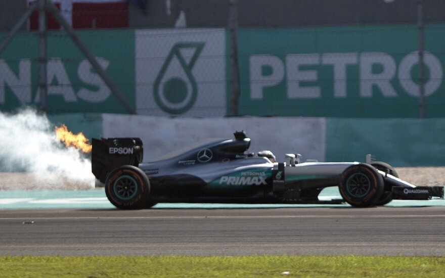 "H. Marko: ""Red Bull"" išprovokavo L. Hamiltono variklio gedimą"