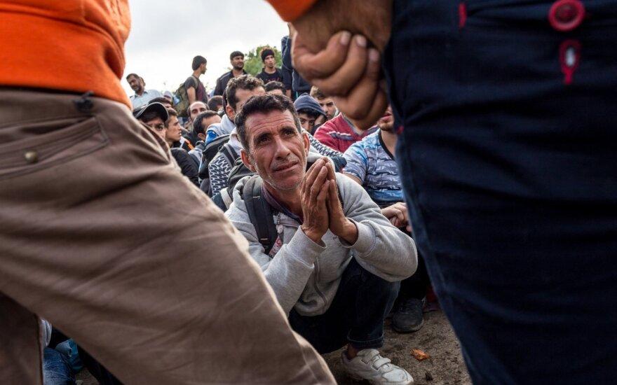 """<span style=""""color: #ff0000;"""">Migrantų krizė.</span> Kritinę situaciją išduoda savanorės akys"""