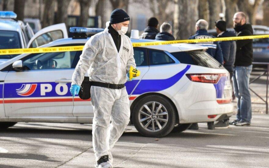 Prancūzijos policija prie Taraskono teismo rūmų