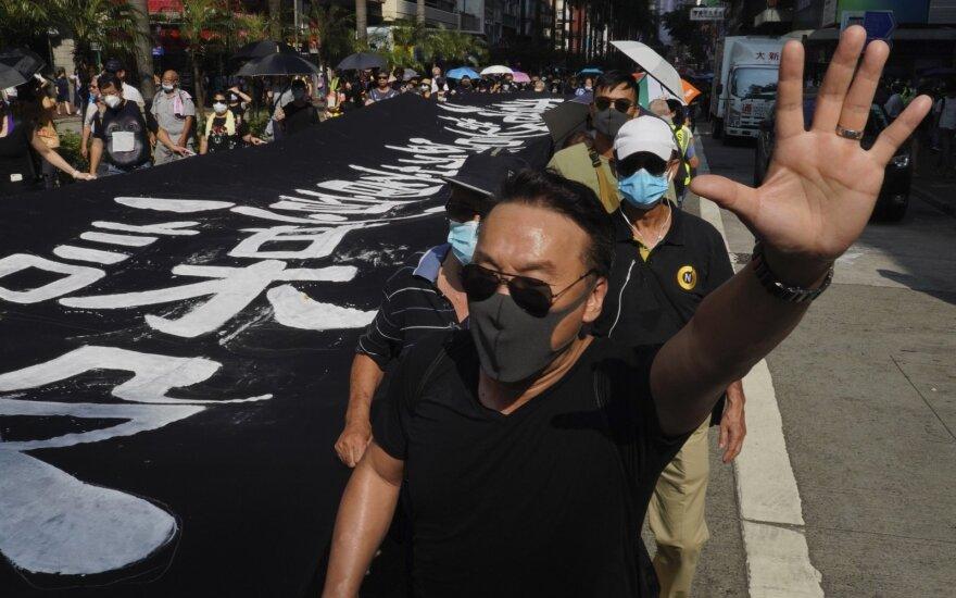 Honkonge draudimas protestuotojams dėvėti kaukes sukėlė naują susirėmimų bangą