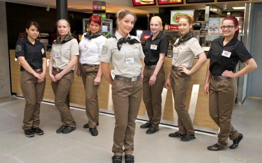 """Bendrovės """"Hesburger"""" uniformos iš perdirbtų medžiagų"""