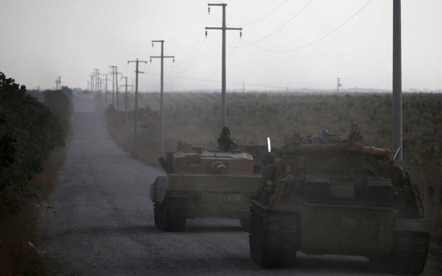 Sirijos kurdai sako atnaujinę operacijas prieš IS džihadistus