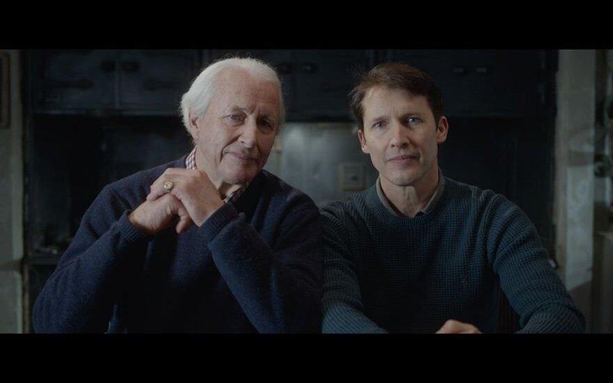 Jamesas Bluntas su tėvu
