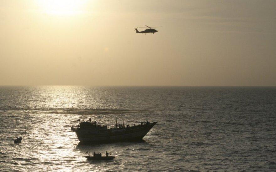 Algų negaunantys jūrininkai apkaltinti laivo užgrobimu