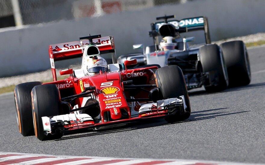 "F1 ""Ferrari"" ir ""Mercedes"" automobiliai"
