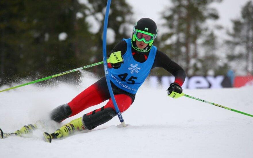 Rokas Zaveckas slalomo trasoje