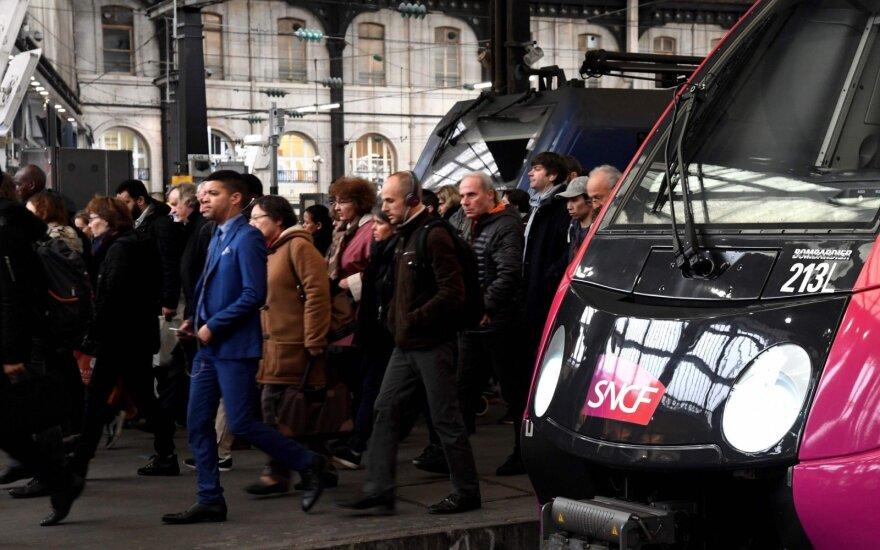 Prancūzijoje – traukinių eismo chaosas