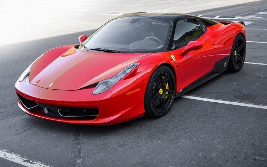 Superautomobilis Ferrari F458 Italia