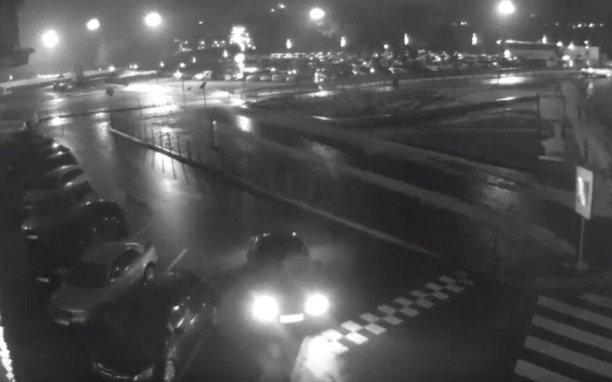 Kauno policija ieško BMW ir penkių juo važiavusių asmenų