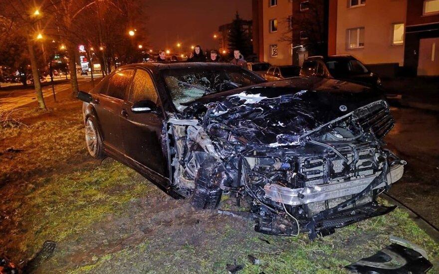 """Klaipėdoje įvyko dviejų """"Mercedes-Benz"""" automobilių kaktomuša"""