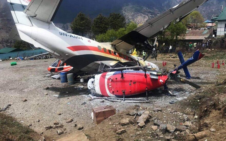 Per lėktuvo avariją Nepale žuvo du žmonės, dar penki sužeisti