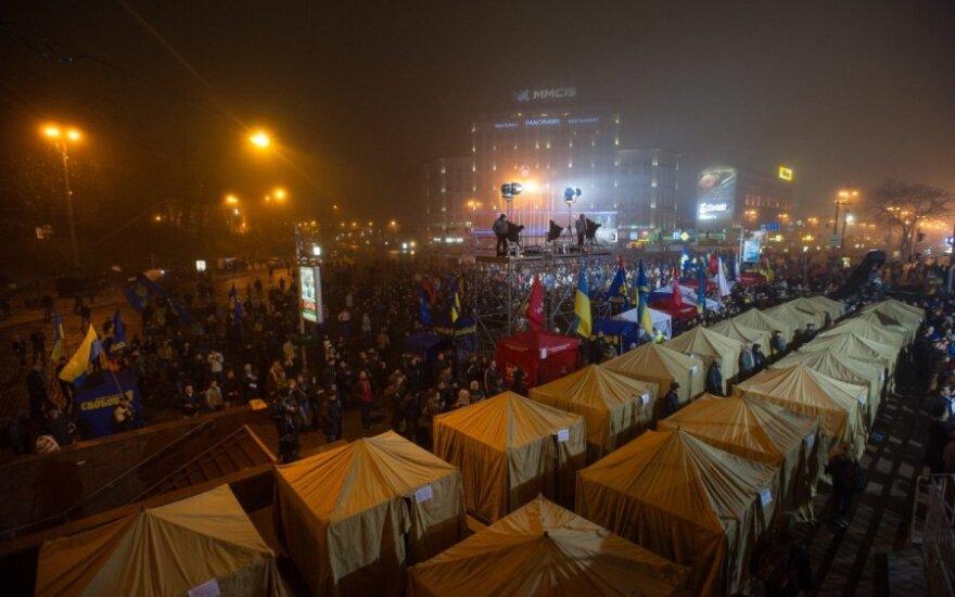 Ukrainos protestuojai nesitraukė ir naktį