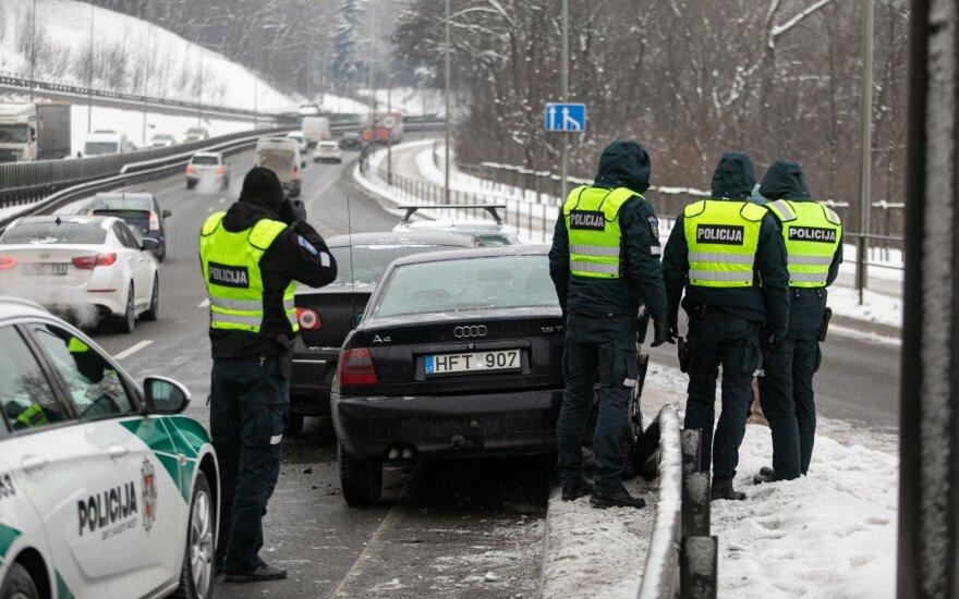 Papasakojo, kaip vairuoti žiemą, kad nereikėtų pildyti eismo įvykio deklaracijos