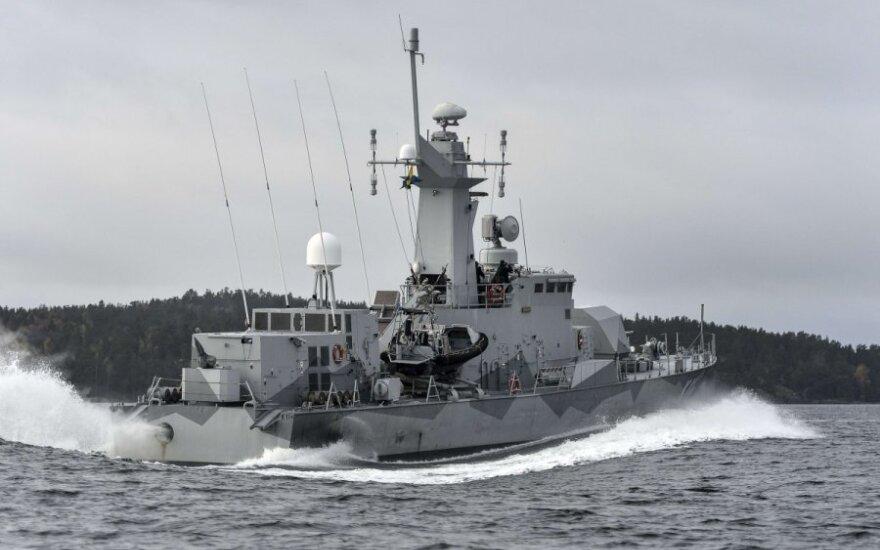 Skelbiama, kad Švedijai pavyko užmegzti ryšį su povandeniniais objektais