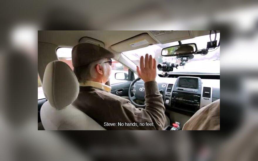 """Neregys už vairo – ne fantastika, o pirmas """"Google"""" savaeigio automobilio vairuotojas"""