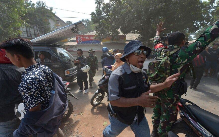 Po galingo žemės drebėjimo – naujas smūgis: žmonės bėgo verkdami ir šaukdami