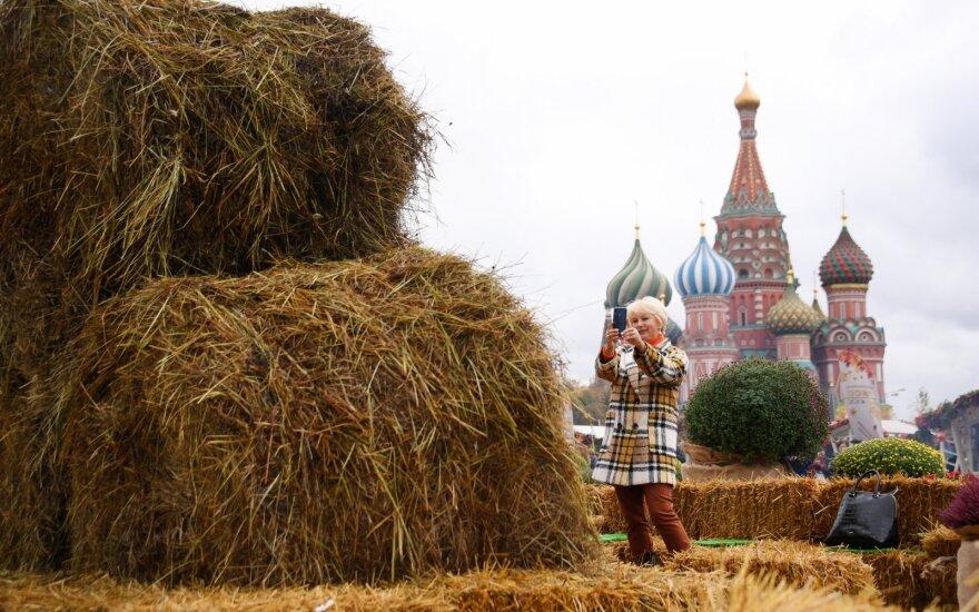 Ilgai lauktoje ataskaitoje – Rusijos reakcija: Kremliui pavaldūs asmenys iššovė šampaną