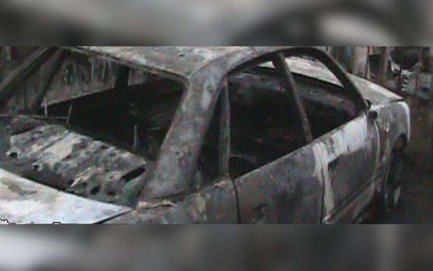 Trijų plėšikų karjera baigėsi areštinėje: vienas jų įtariamas sudeginęs FNTT automobilį