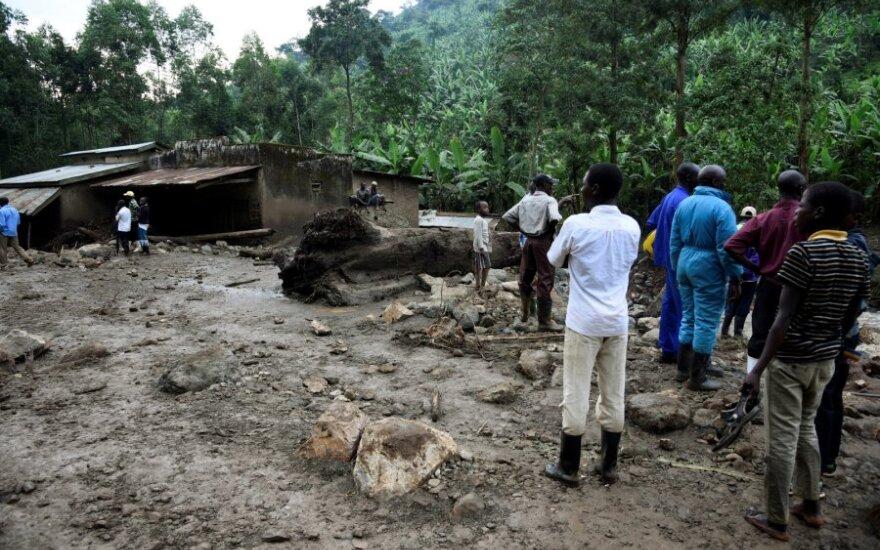 Ugandoje per nuošliaužas dingo dešimtys žmonių